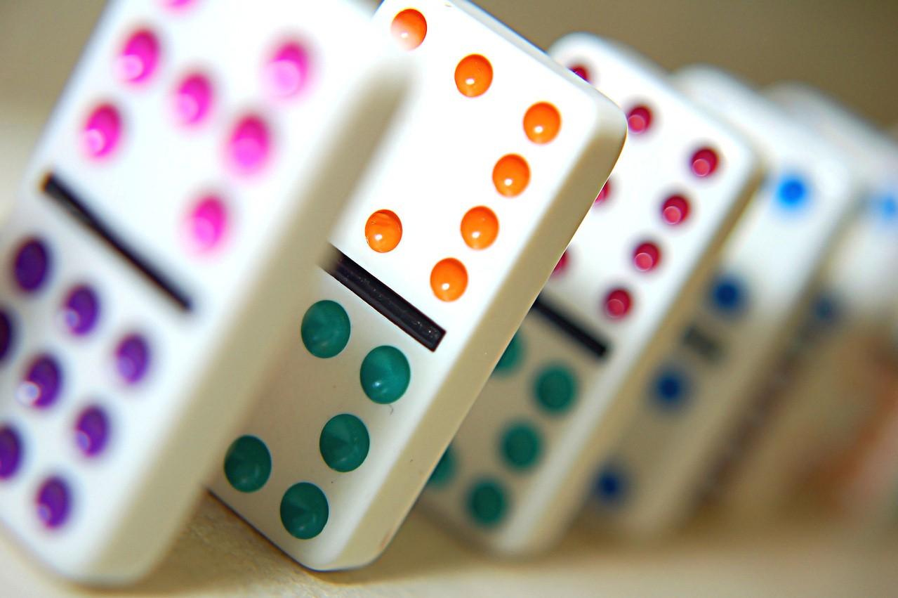 Domino z kolorami